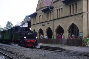 Einfahrt der Dampflok T3 930 am 2. August 2014